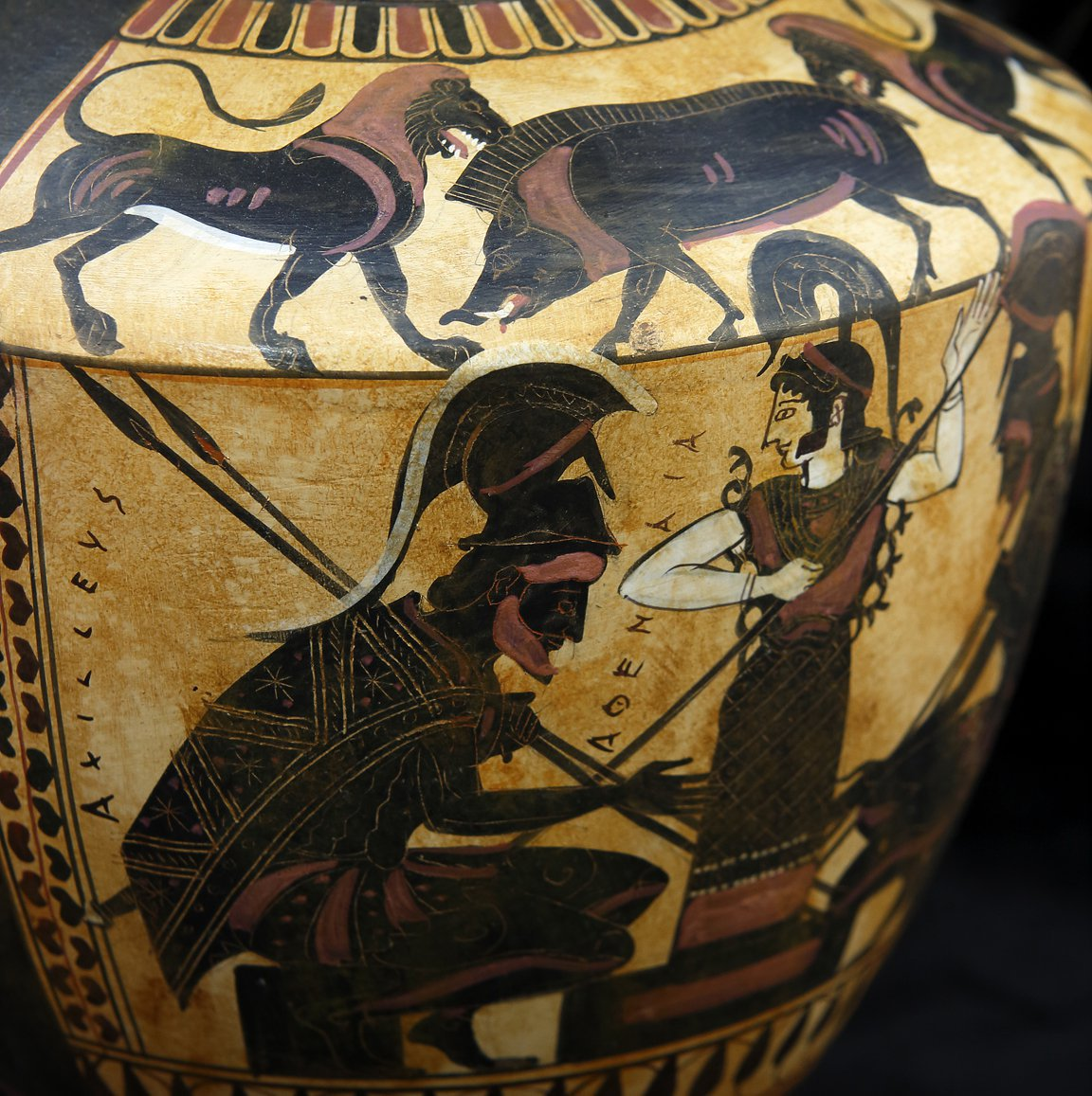 BLACK FIGURED HYDRIA WITH ACHILLEAS AND AJAX PLAYING ZATRIKION  AND THE GODESS ATHENA WATCHING CLASSICAL GREEK POTTERY HYDRIA